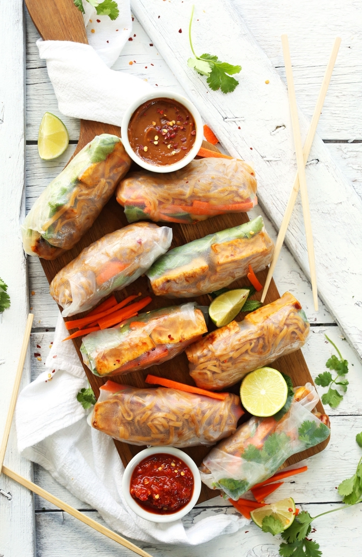 picknick snacks, frühlingsrollen mit gemüse, vegane rezepte, chili soße, partyessen ideen