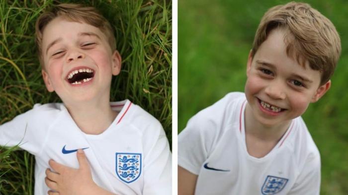 Prinz George zwei Fotos im Garten mit einem weißen T-Shirt auf grünen Grass