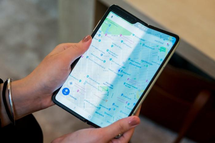 eine Karte falten, so ist das neue Samsung Galaxy Fold, so praktisch für Navigation