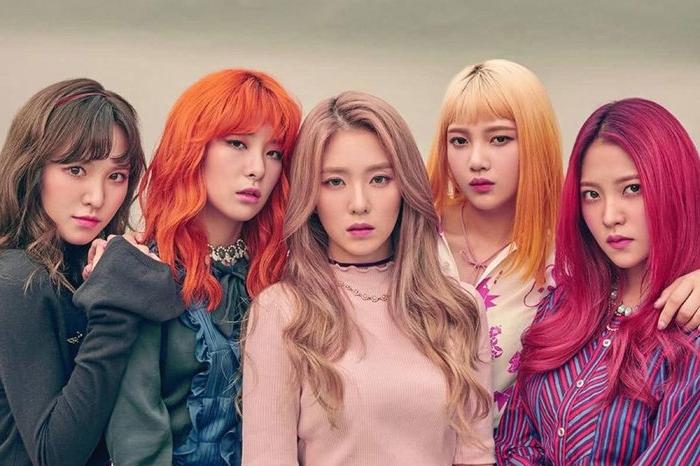 haarfarbe 2020, eine mädelsband aus korea mit bunten haaren, haarfarbideen bunt