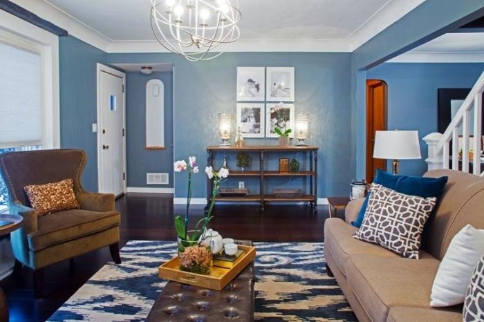 petrol farbe wohnzimmer, wohngestaltung, blaue nuancen vom petrol, teppich, kissen, blumen, ein raum mit vielen dekorationen