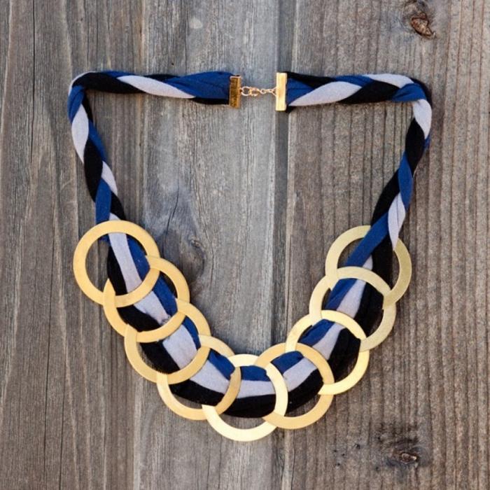 schmuck basteln, diy halskette aus stoffbändern und goldenen ringen, geschenk tum muttertag