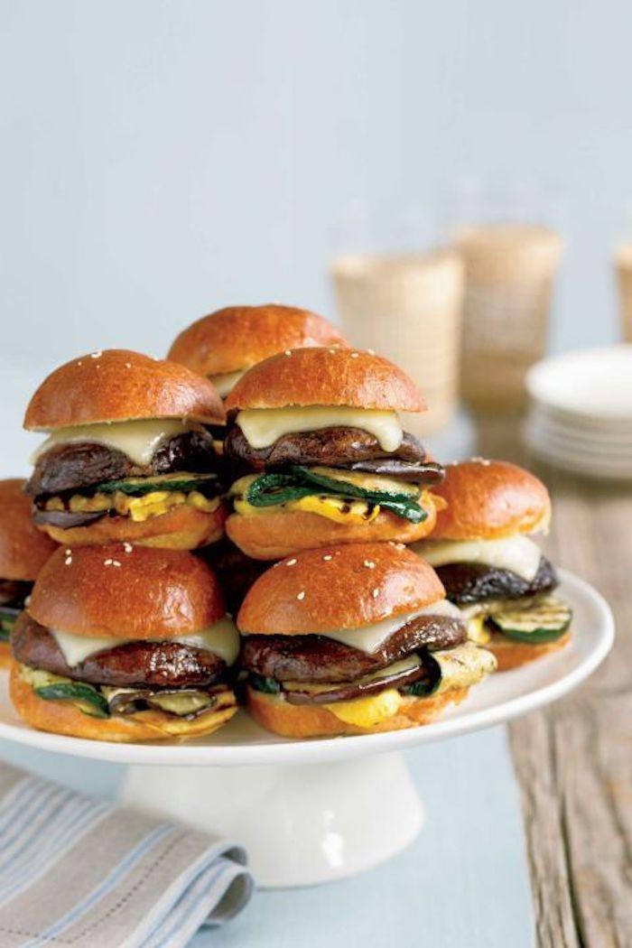 Mini Burger selber machen, schnelles und einfaches Rezept für Party Essen, Party Snacks für Snacks