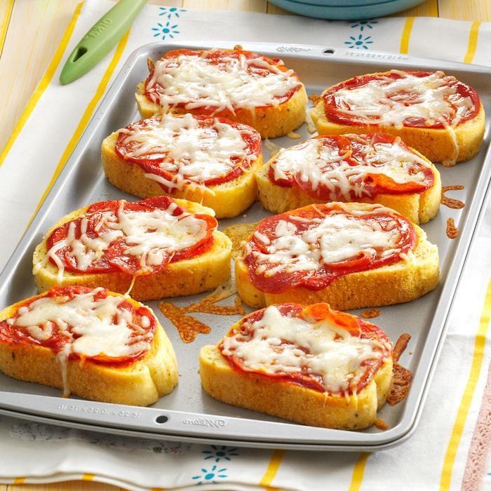 Toasts mit Chorizo und Parmesan, schnelles und einfaches Fingerfood Rezept für Party