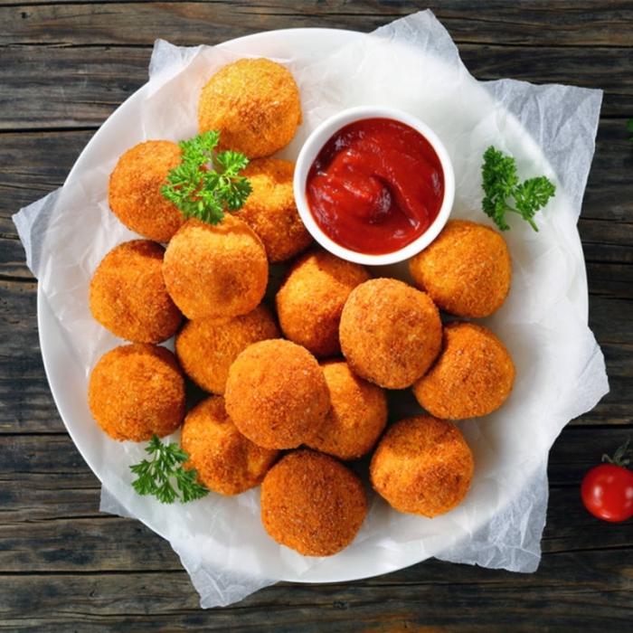 kroketten mit tomatensoße, schnelle fingerfood rezepte für party, picknick essen ideen