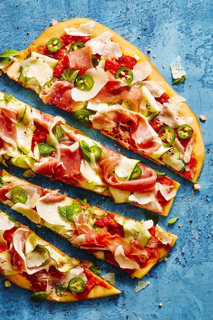 Schnelles Rezept für leckere Pizza mit Prosciutto, Party Rezepte zum Nachmachen