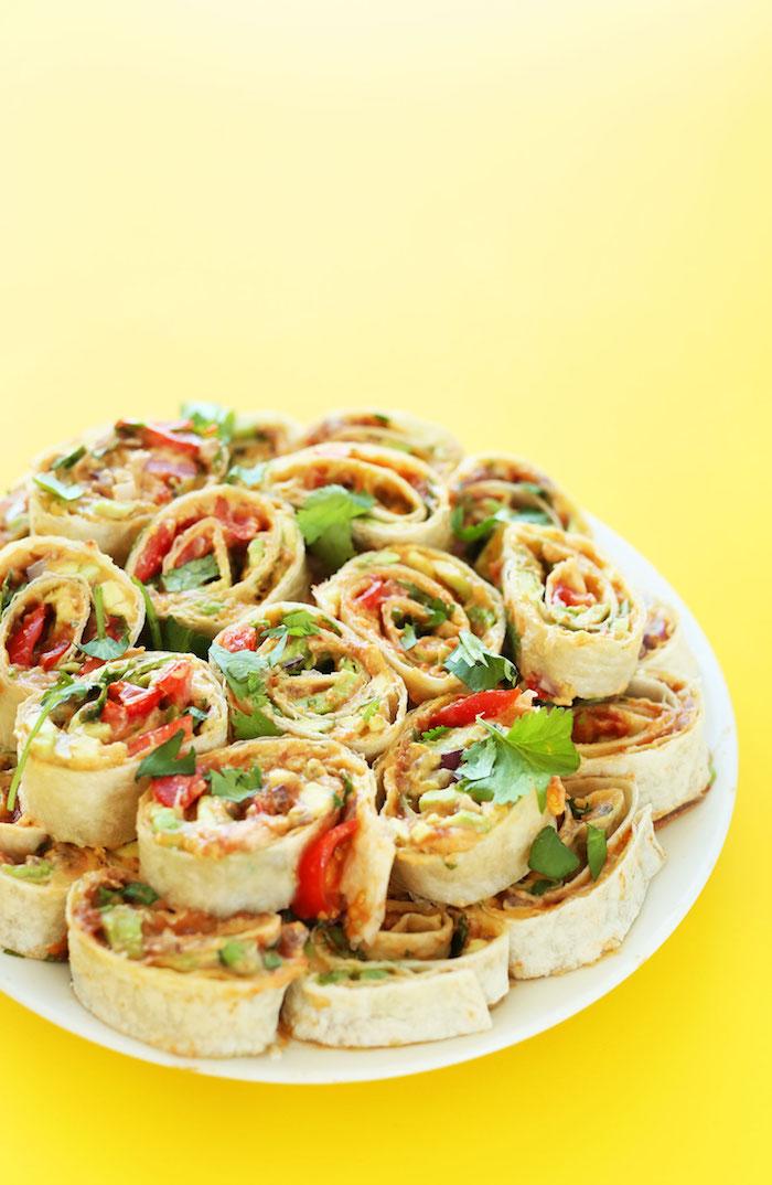 Tortilla Röllchen selber machen, schnelles Fingerfood Rezept, Vegan Tortilla mit Frischgemüse