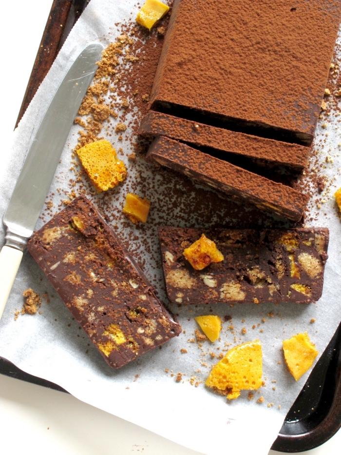 dessert ideen, schnelle kuchen ohne backen, schneller schokokuchen mit orangen und keksen