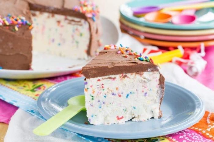 geburtstgstorte ideen, torte kindergeburtstag, schnelle kuchen ohne backen, sommerparty dessert