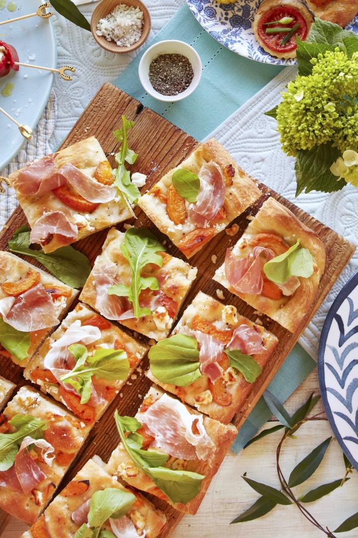 snack ideen, picknick essen rezepte, häppchen mit fleisch, tomaten und kräutern