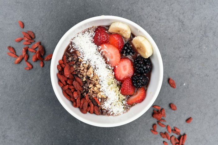 leckeres und gesundes Essen, Superfood, Nüsse, Kokos und Goji Beeren