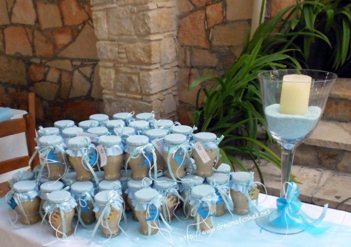 taufe deko junge, gastgeschenke kleine schüssel mit kerze dekorationen auf dem tisch