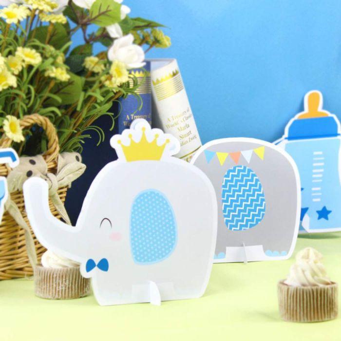taufe tischdeko, elefanten katren dekorieren den tisch, blumen auf dem tisch