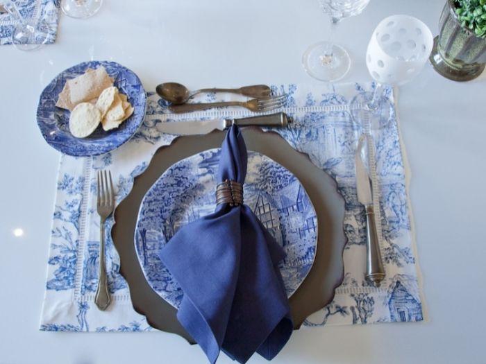 tischdeko taufe mädchen, blaue tischgestaltung dekorationen, serviette, teller