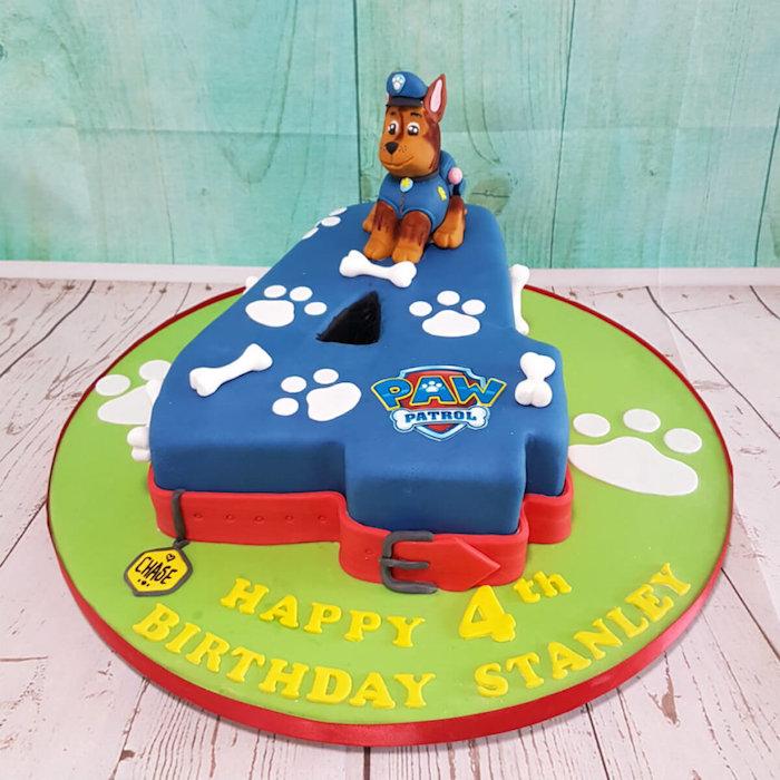 Ausgefallene Torte zum vierten Geburtstag mit Chase, Paw Patrol Kuchen für Kindergeburtstag