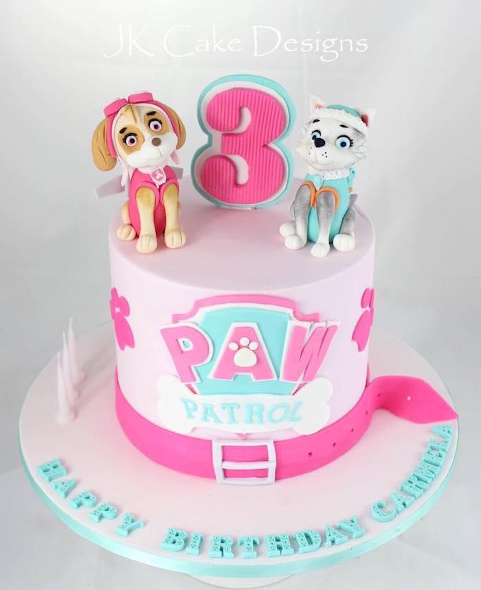 Rosa Fondant Torte mit Paw Patrol Tortenfiguren für Mädchen, zum dritten Geburtstag, Kuchen für Kindergeburtstag
