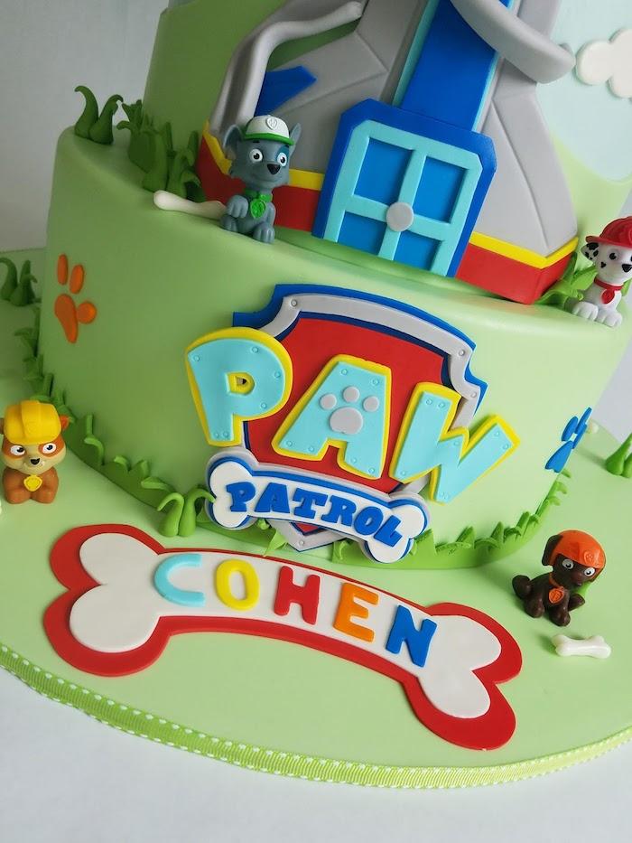 Grüne Fondant Torte mit Paw Patrol Tortenfiguren, schöne Torten für Kinder, Paw Patrol Turm