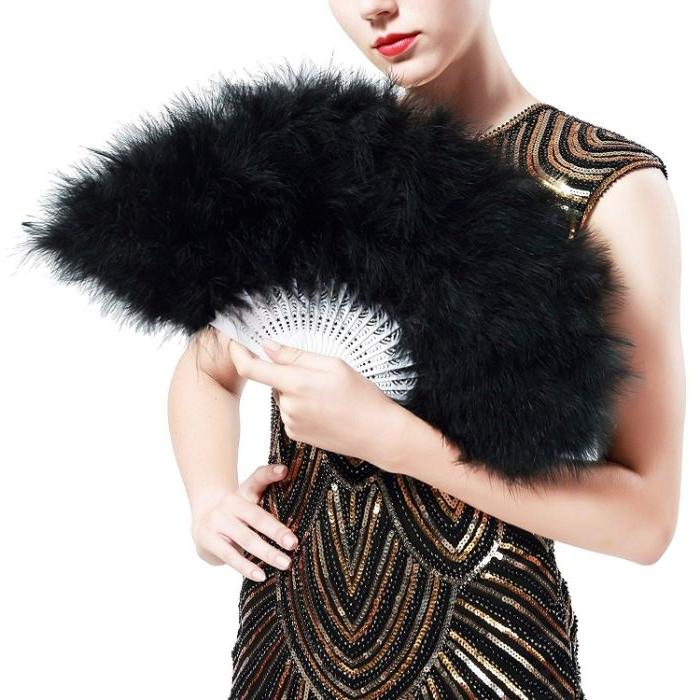 20er jahre look, trend ideen für accessoires für frauen, schwarzes modell, ein pailettenkleid