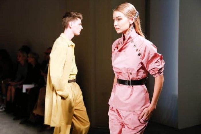 20er jahre mode, gigi hadid auf der mode bühne, fashion show inspiration ideen