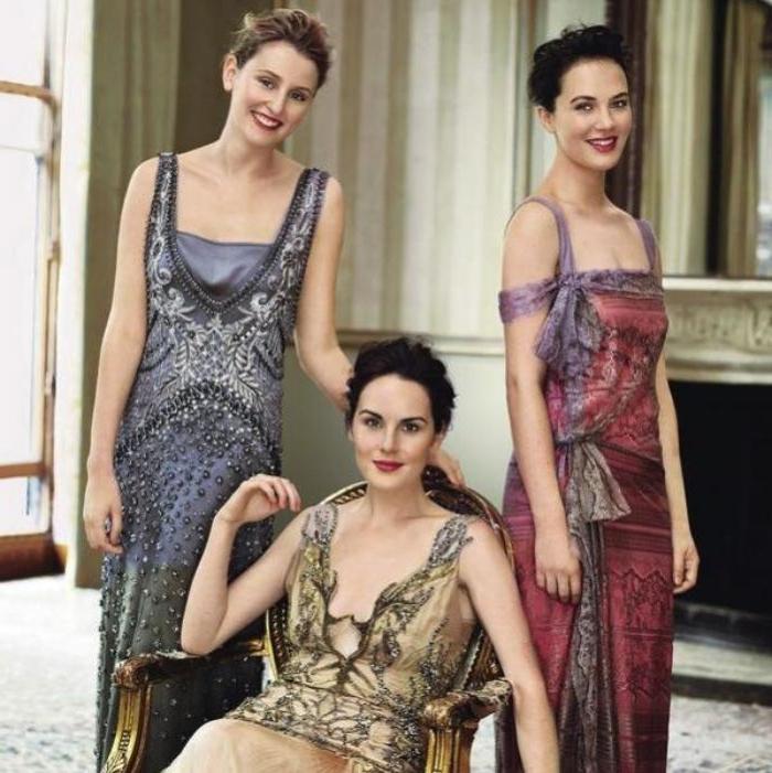 20er jahre trendoutfits, kleider für frauen bei teepartys, elegantes kleid in blau, lila, gold oder rot