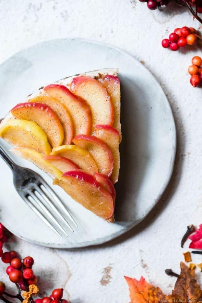 apfelkuchen low carb, frischkäsekuchen mit zitronen und äpfeln, kohlenhydratarmes dessert