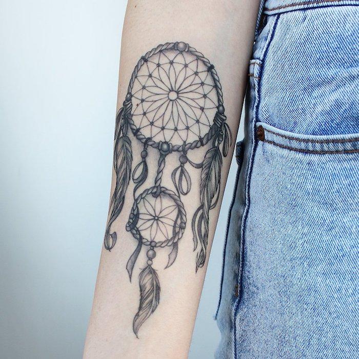 Großes Traumfänger Tattoo am Unterarm, Tattoos mit Bedeutung, Tattoos für Frauen