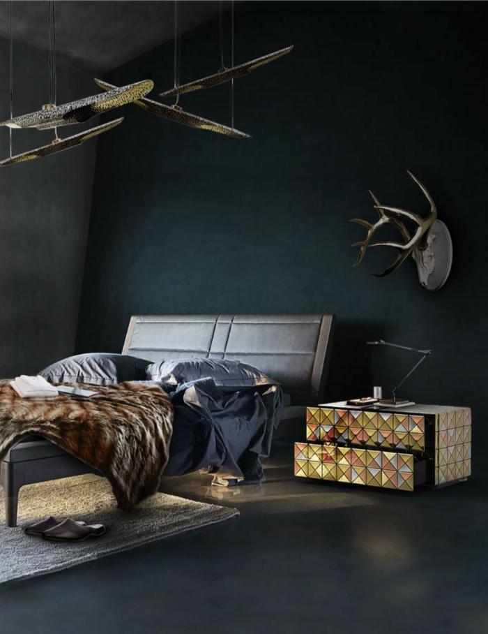 schlafzimmer deko, dunles zimmer mit buntem kleinen schrank oder nachttisch, doppelbett, decke