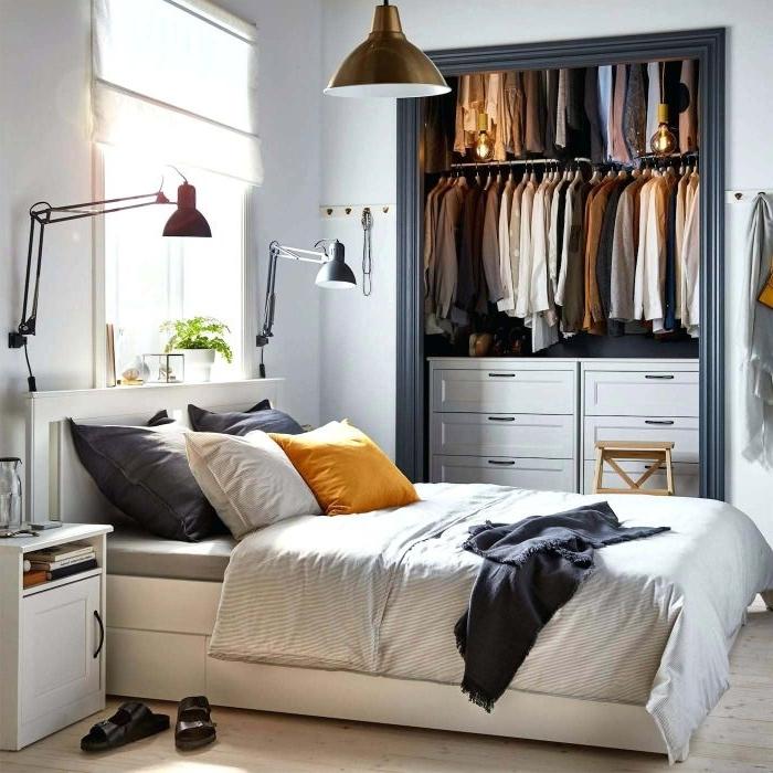 schlafzimmer deko, einfaches design für kleine räume, doppelbett, garderobe, viele stehlampen