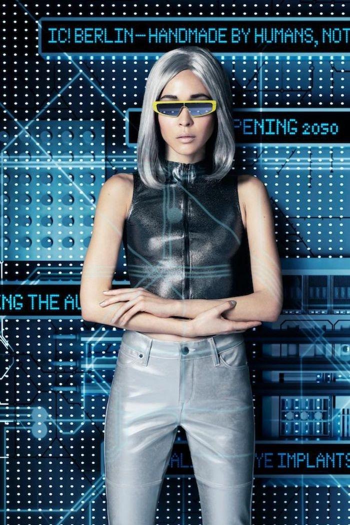 nachhaltige mode, eine junge frau mit coolem futuristischen outfit, nachhaltige modetrends, blonde glatte haare