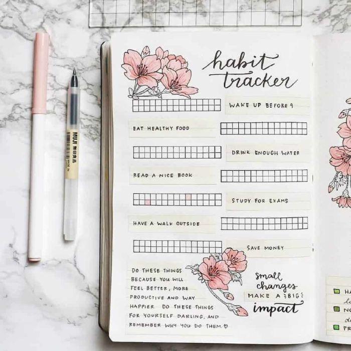 bullet journal ideen, ein journal für die täglichen neigungen und routine, blumen deko im heft