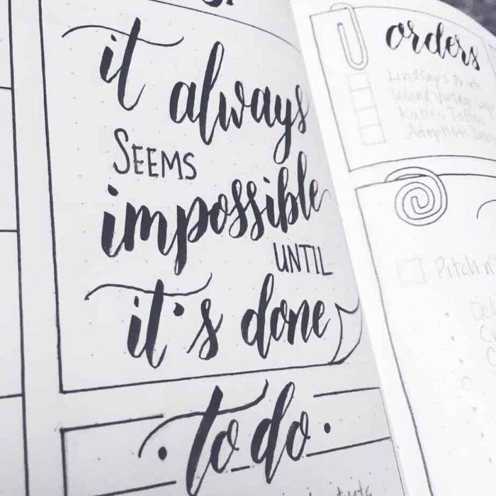 bullet journal erste seite, schwarz weiße gestaltung, bu jo ideen zum entlehnen, das unmögliche möglich machen