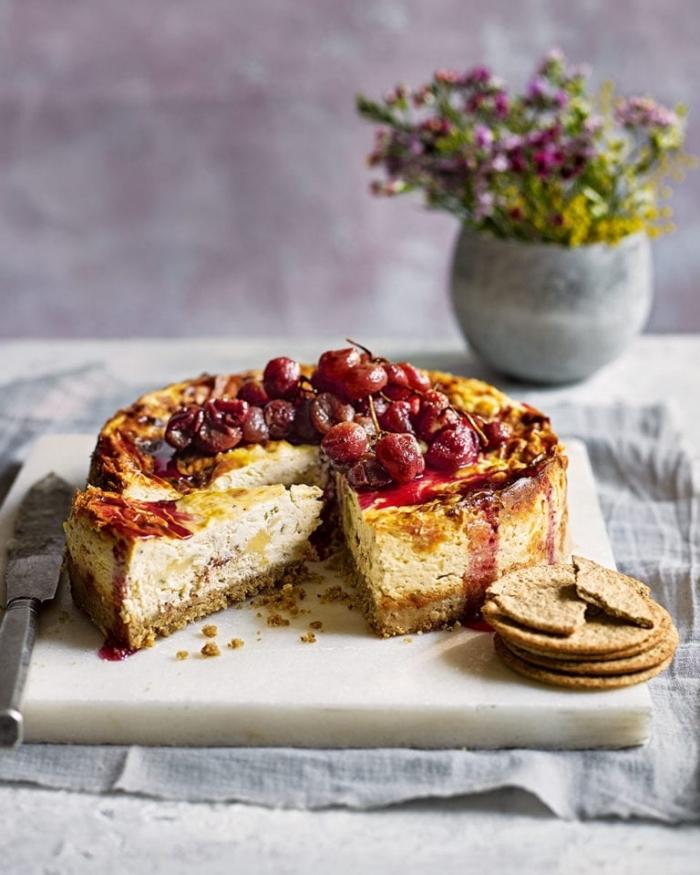 dessert zum vorbereiten am vortag, cheesecake mit kirschen, kuchen mit keksboden rezept