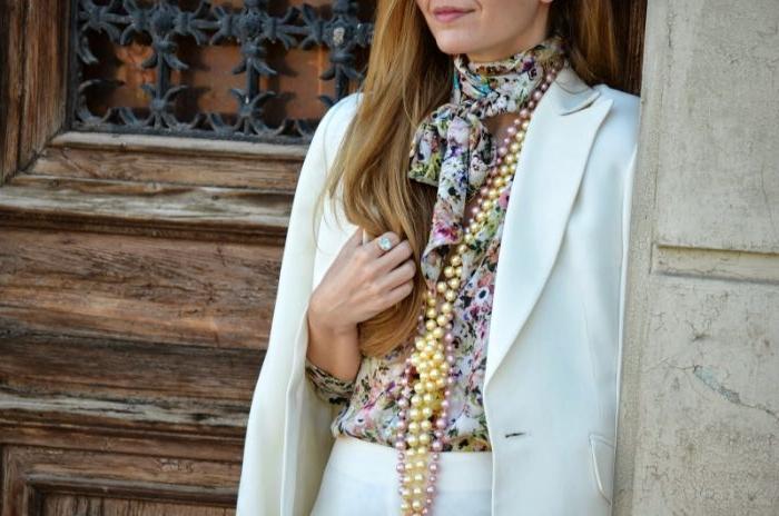 20 er jahre outfit, eine frau mit weißem anzug, moderne ausstrahlung mit weißer perlen kette