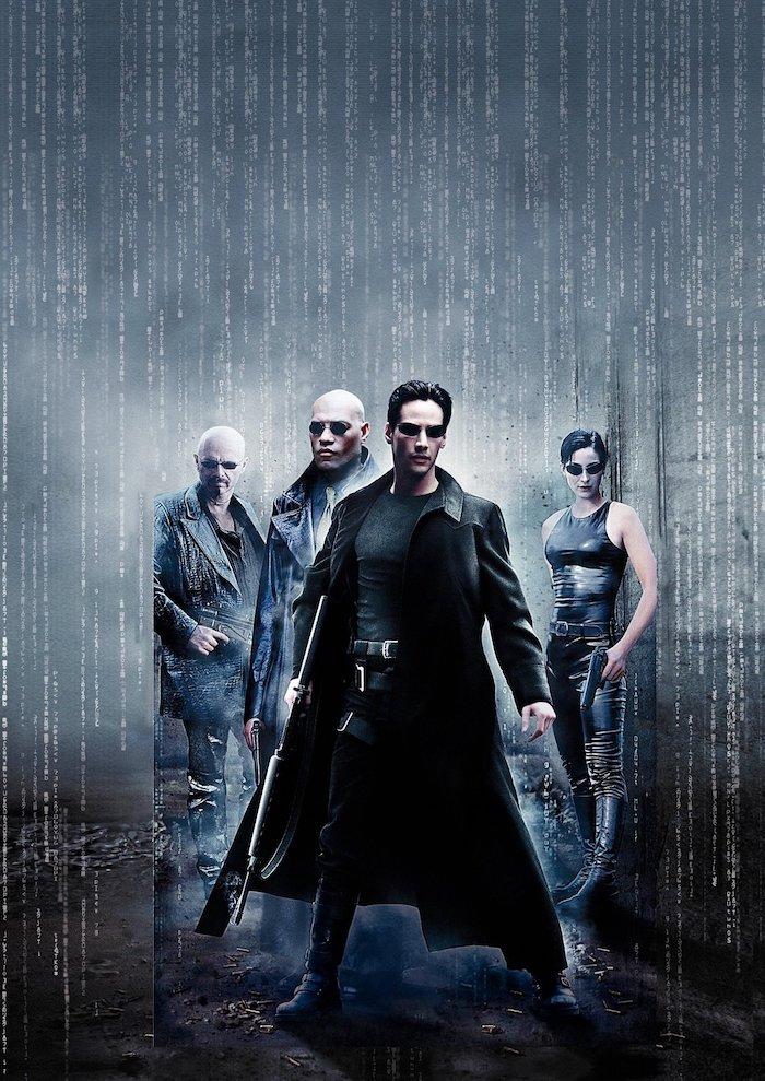 poster zu dem film the matrix, der schauspieler Keanu Reeves , ein mann mit brille und kleidern aus schwarzem Leder, eine junge frau trinity