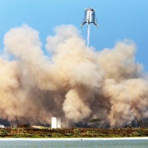 Ein Clip zeigt den erfolgreichen und bisher höchsten Flug von Starhopper von Elon Musk