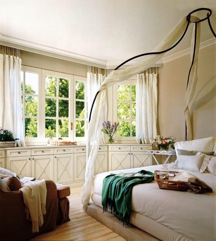 bilder schlafzimmer, ein weißes zimmer, gestaltung zum entlehnen, ideen, bettrahmen, vorhänge am fenster und am bett