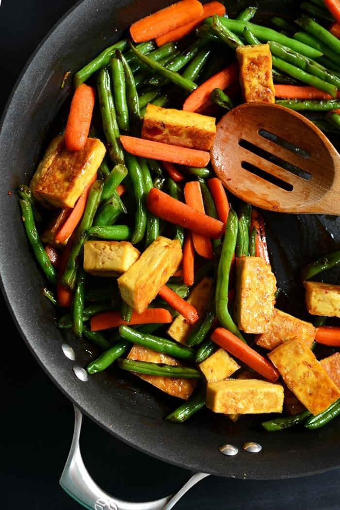 essen ohne fleisch, tofu mit karotten und grünen bohnen, abendessen gesund und schnell