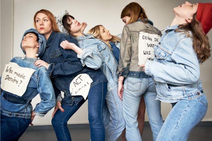 faire kleidung, denim jeans mode, outfit ideen, aufschrift ideen, kleidung mit botschaft
