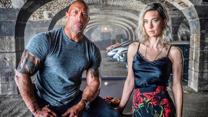 ein Foto von dem Rock und die Hauptdarstellerin auf einem Spieltisch in einem Garage