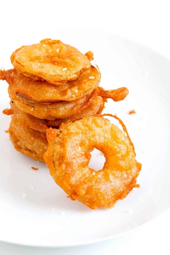 fingerfood rezepte einfach, apfelringe mit honig, snack ideen, partyessen shcnell