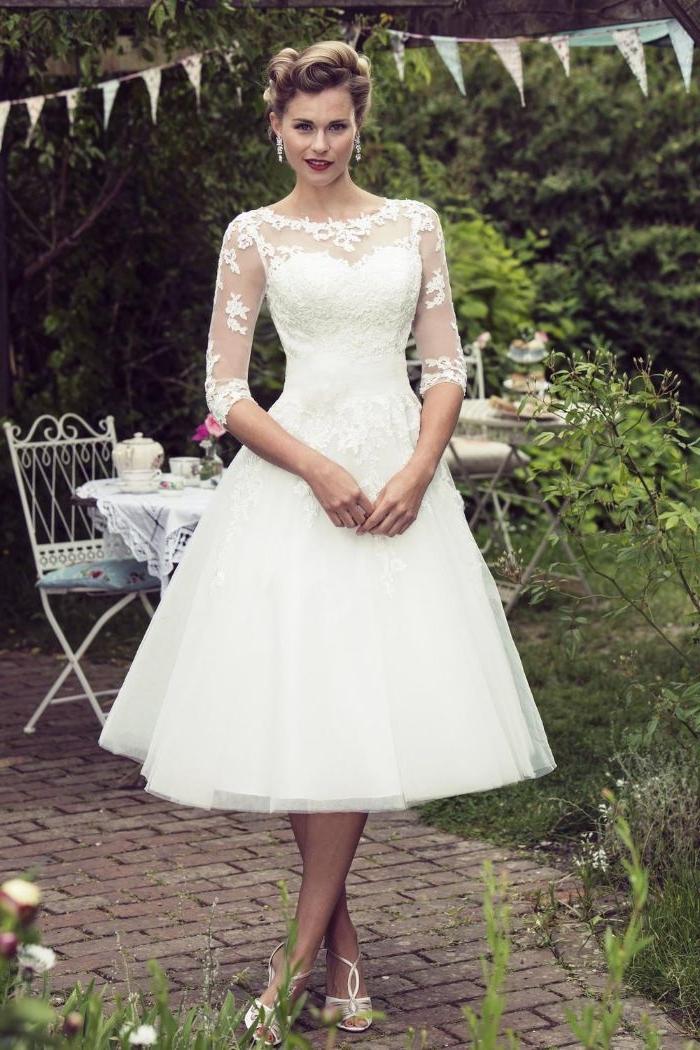 20 er jahre outfit, retro brautmode, unterknielänge weißes kleid, elegante dame