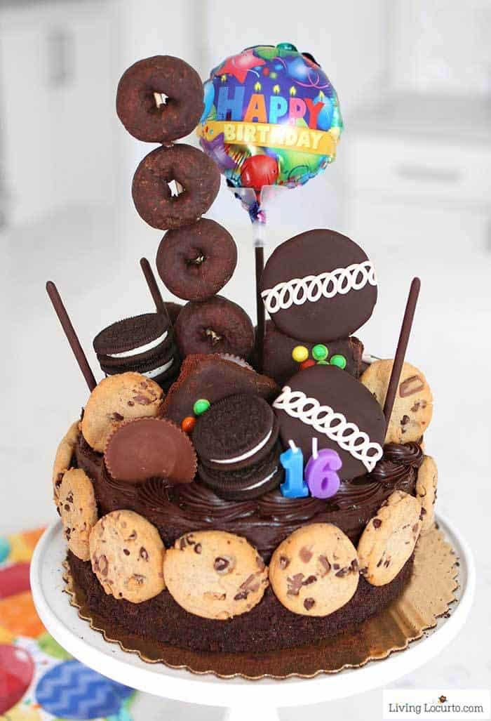 geburtstagskuchen für kinder ideen, süßigkeiten torte dekoriert mit keksen, torte zum geburtstag