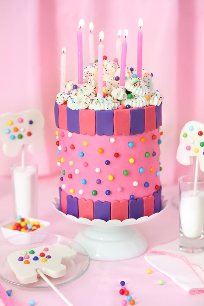 geburtstagskuchen mädchen, torte dekoriert mit rosa und lila fondant, geburtstagstorte für kinder