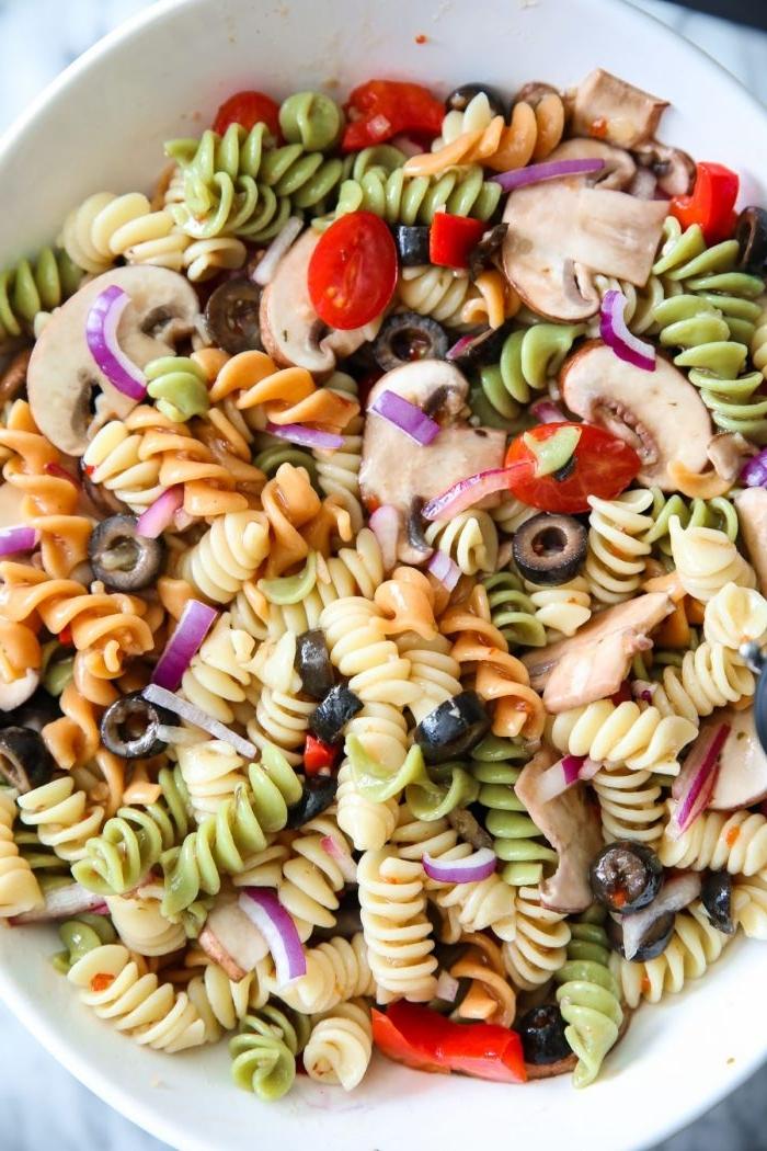 gesunde rezepte einfach zubereiten, pasta, leckere nudelgerichte, bunte nudeln, italienisch kochen