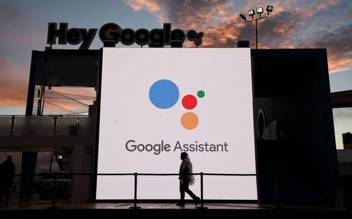 Google Assistant liest eine Show, bei der Google Assistant vorgestellt wird