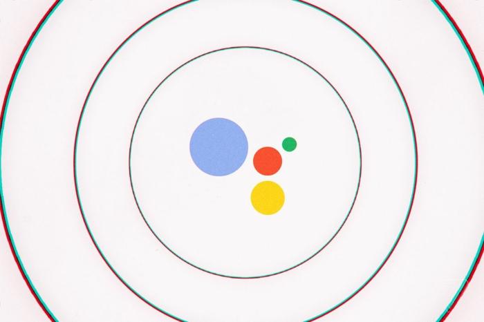 das Zeichen von Google Assistant, Google Assistant liest mit einem gewältigen Klang