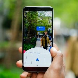 """Die neue Funktion von Google Maps """"Live View"""" benutzt erweiterte Realität"""