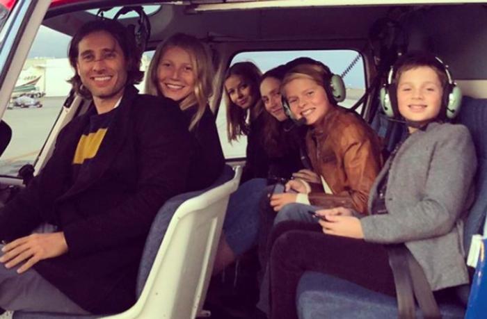 die neue Familie fährt mit einem Hubschrauber, jetzt sind die sechs Mitglieder wieder zusammen