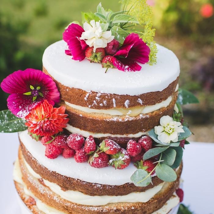 hochzeitstorte rezept 2 stöckig, tortenboden mit vanille, hochzeit torte mit früchten, boho