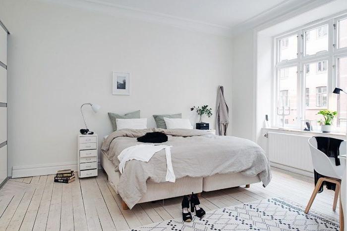 bilder schlafzimmer, ein großes graues zimmer im skandinavischen stil, teppich, zimmer gestaltung idee